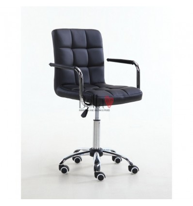 Bella Furniture Black chairs on wheels in Ireland. Nail Salon chairs for sale. Stylish chairs for nail salon Ireland. Black BFHC