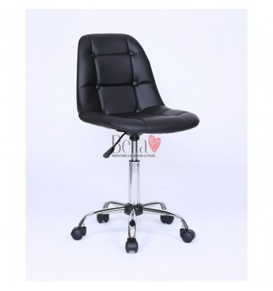 Black chairs for beautician. Black chair for beauty salons Ireland BFHC1801K