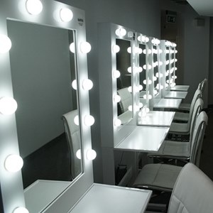 stand for makeup salon. Makeup mobile stnd.
